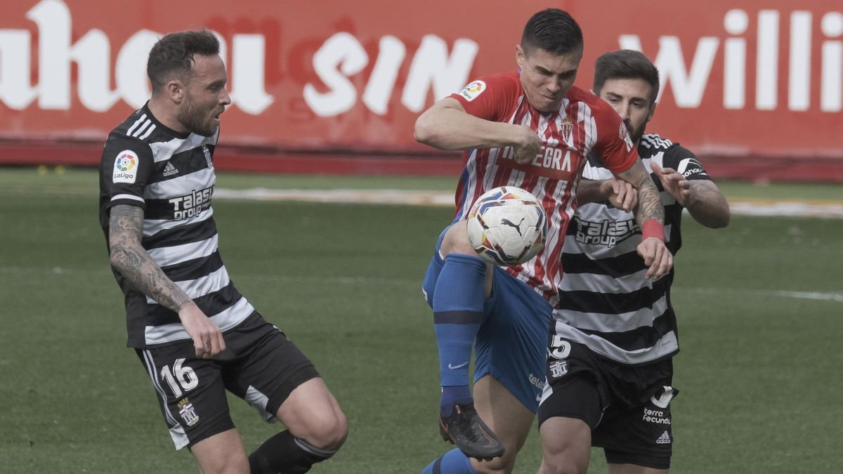 Fair-distribution-of-points-in-a-goalless-match-at-El-Molinón