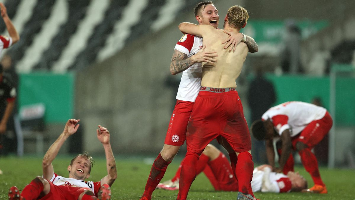 Historic:-a-fourth-division-eliminates-Leverkusen