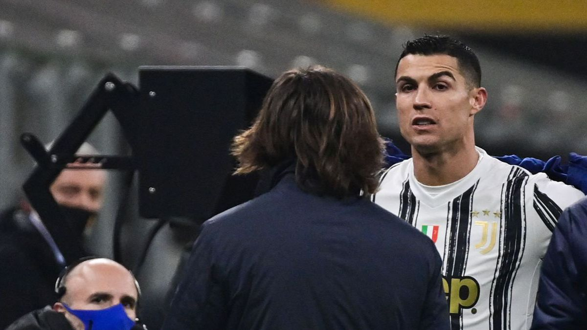 Cristiano-gets-angry-about-the-change-and-Pirlo-sends-him-a-message