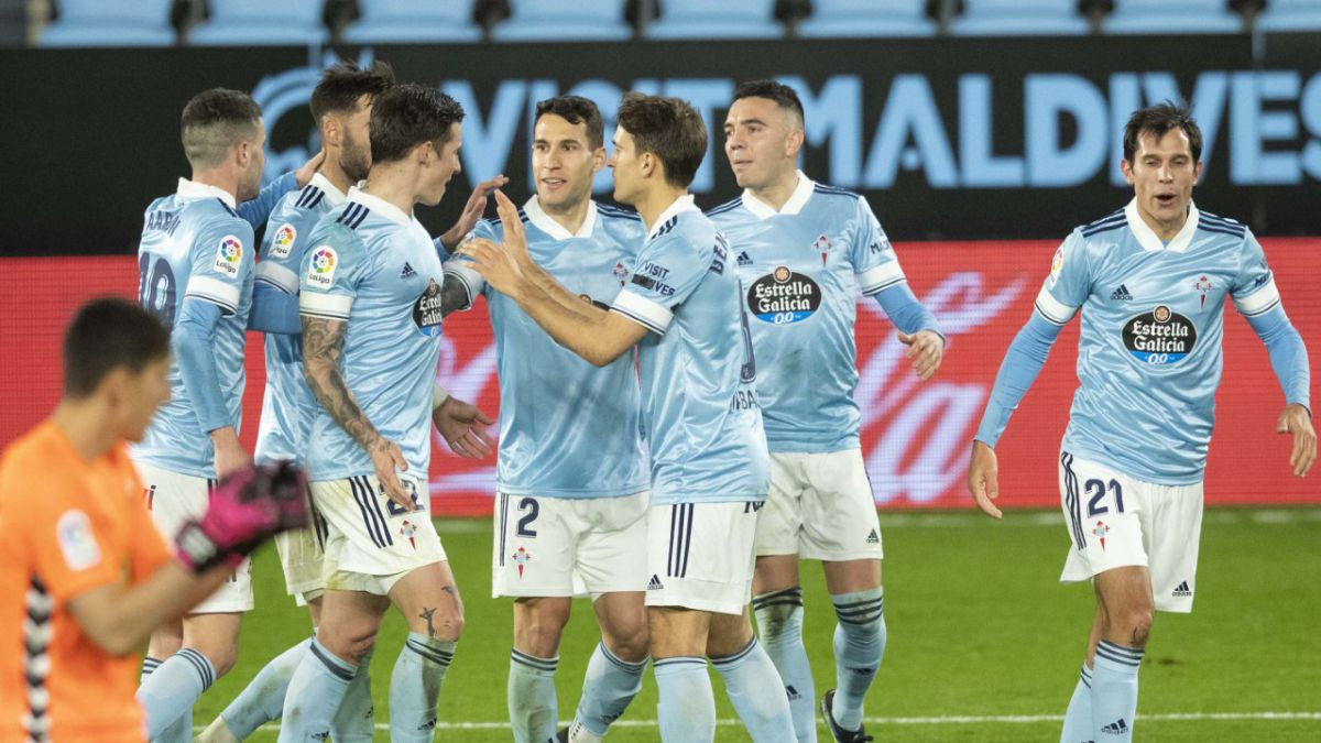A-double-by-Santi-Mina-leaves-Elche-very-injured