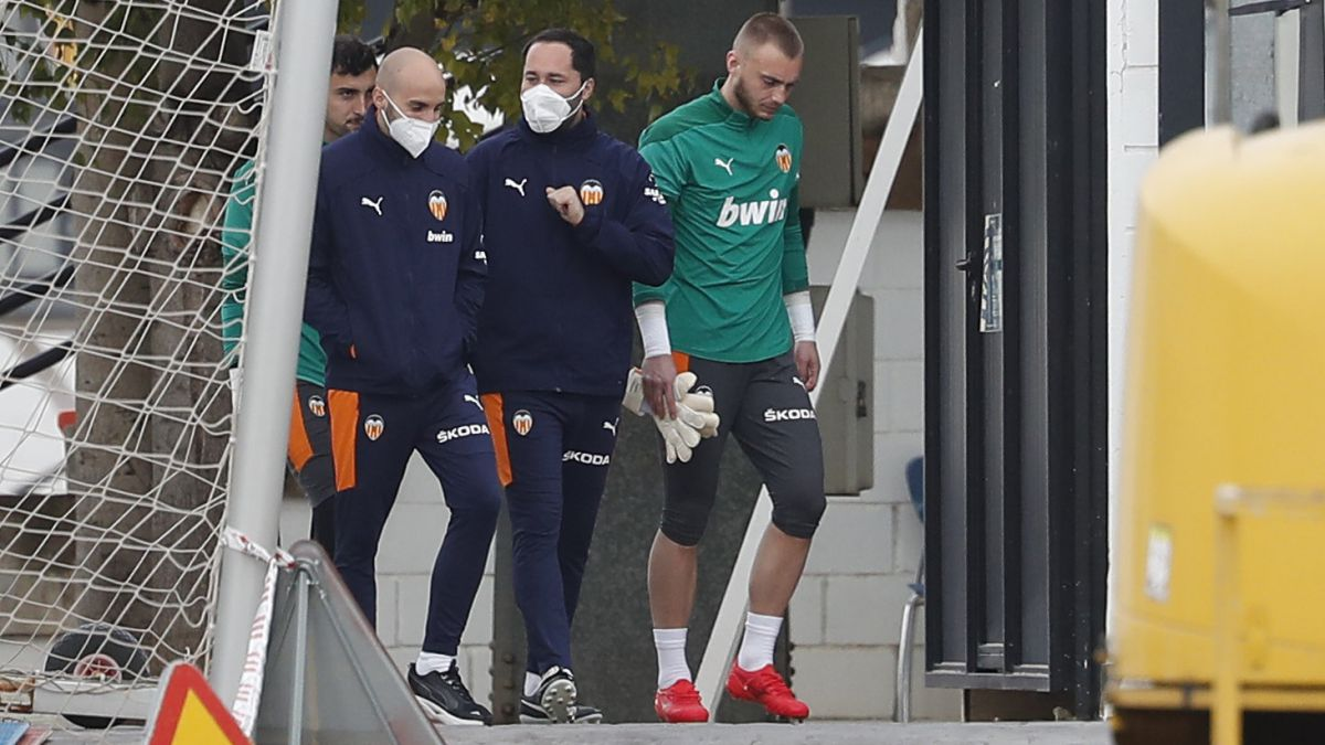 Grace-has-to-take-the-glove:-Cillessen-or-Jaume
