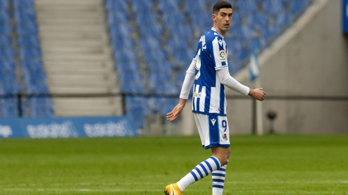 Carlos-Fernández-injured-and-almost-ruled-out-against-Manchester-United