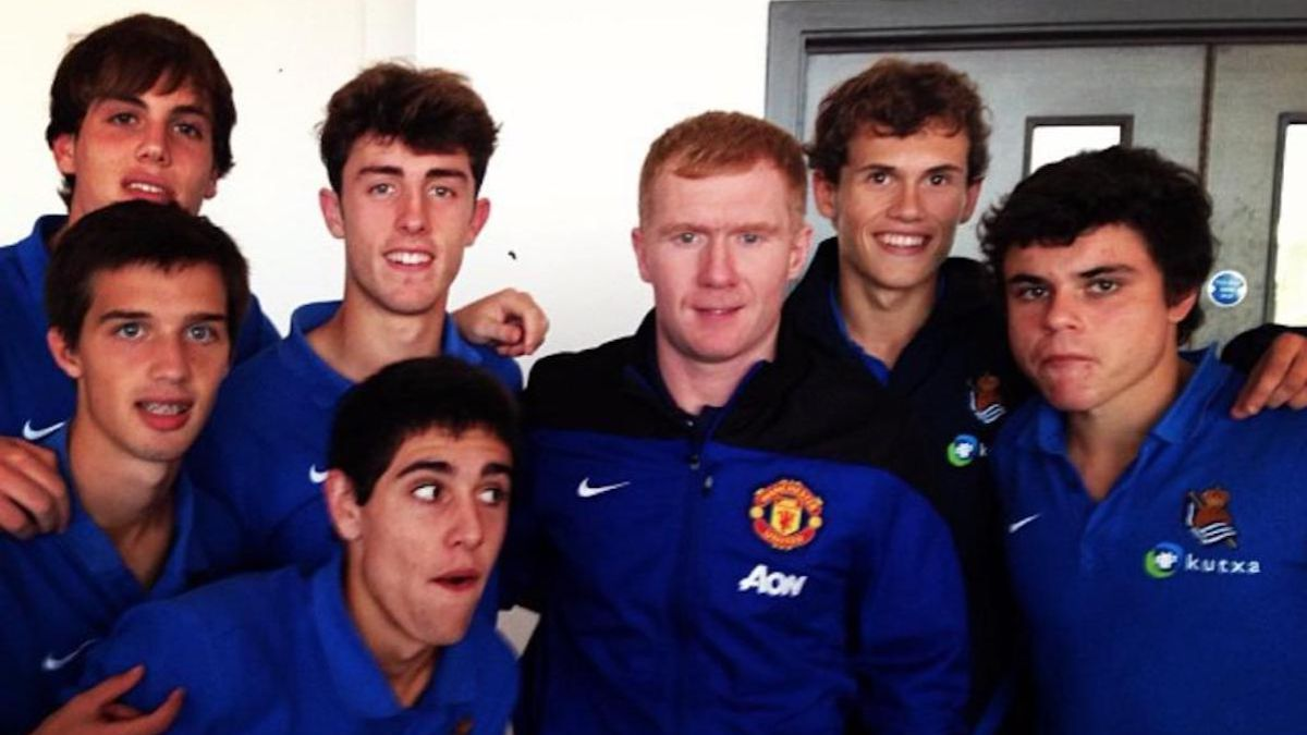 The-photo-with-Paul-Scholes-with-which-Zubieta-shows-his-chest