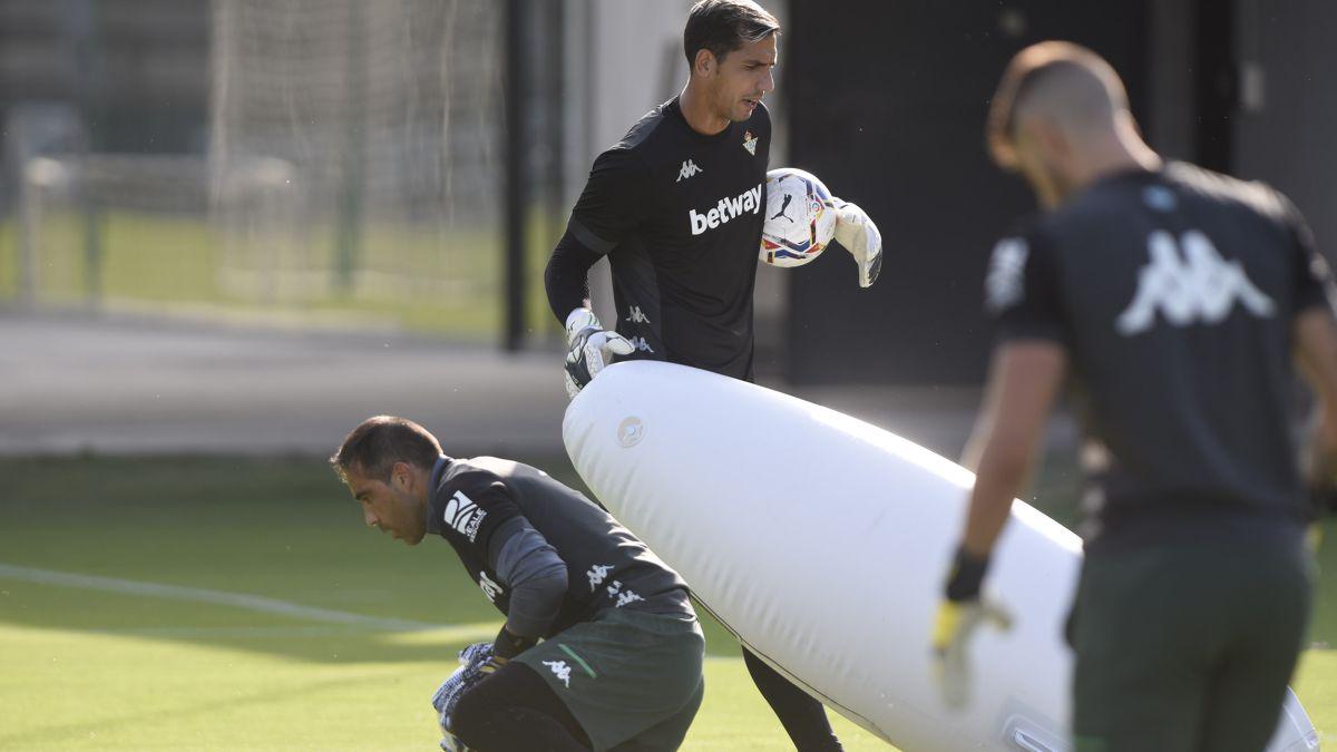 Bravo-or-Joel:-an-unexpected-dilemma-for-Manuel-Pellegrini