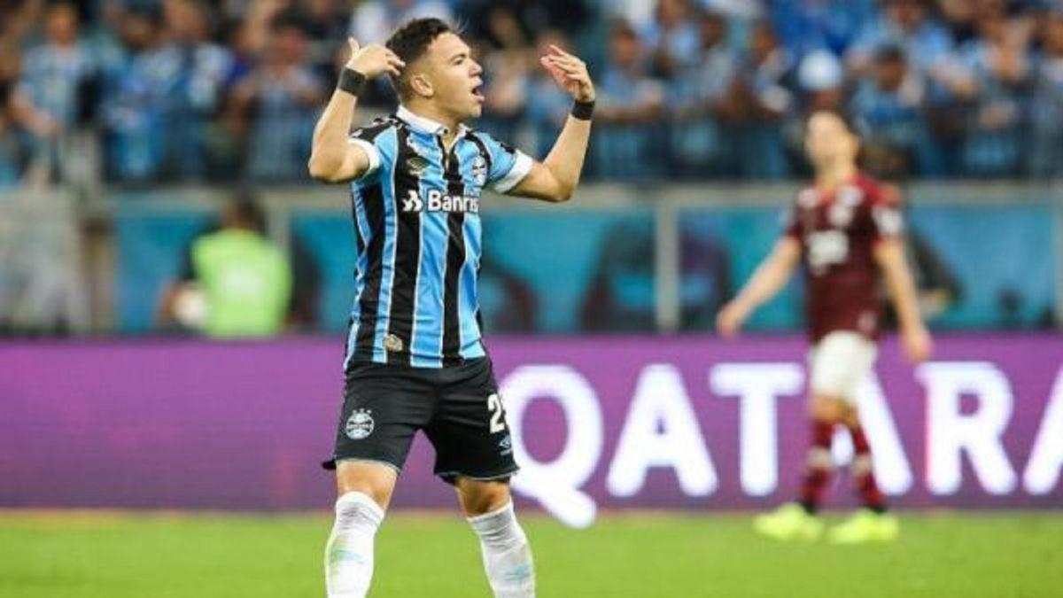 Gremio-sells-attacker-Pepê-to-Porto-for-18-million-dollars