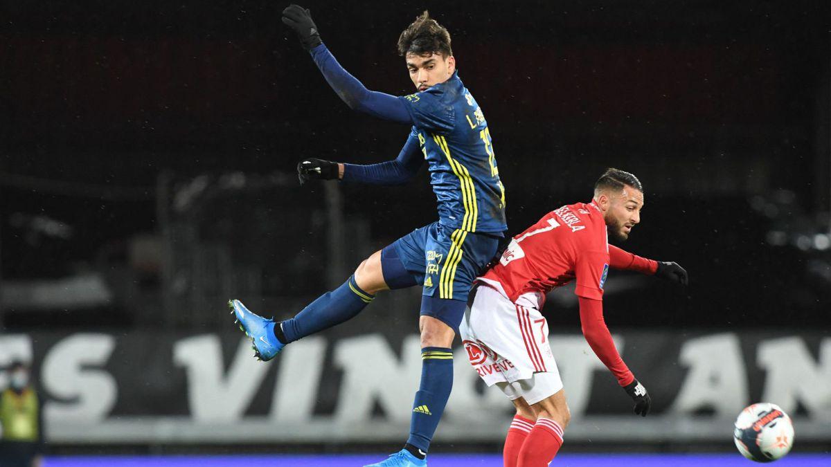 Lyon-suffer-but-sleep-as-leaders-of-Ligue-1