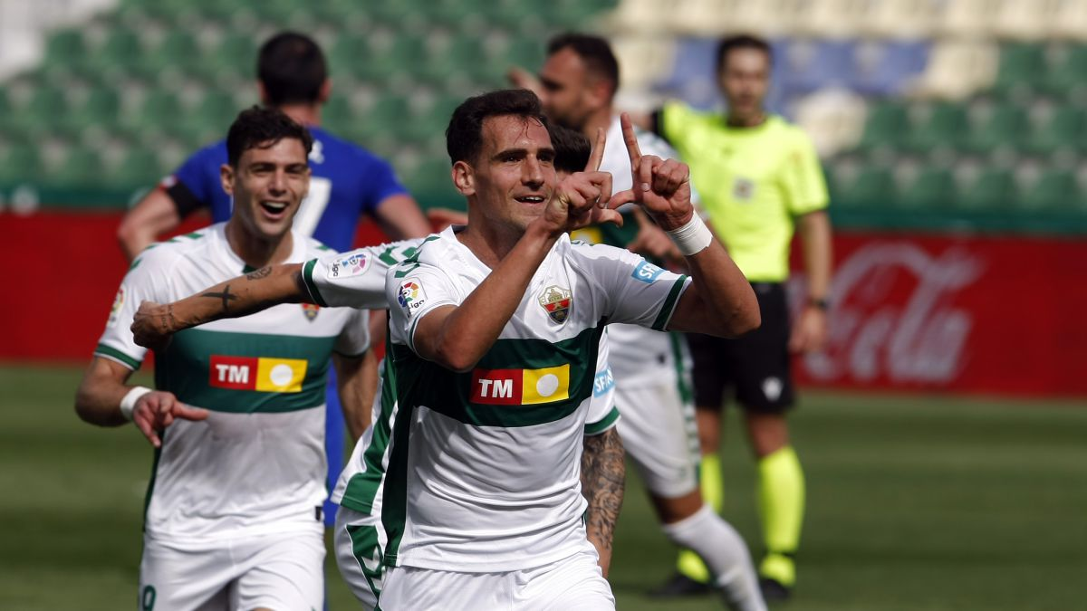 Elche-takes-the-first-lifeline-from-Escribá