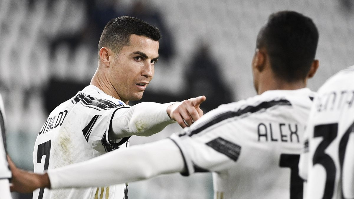 Juve-smiles-with-a-Cristiano-double