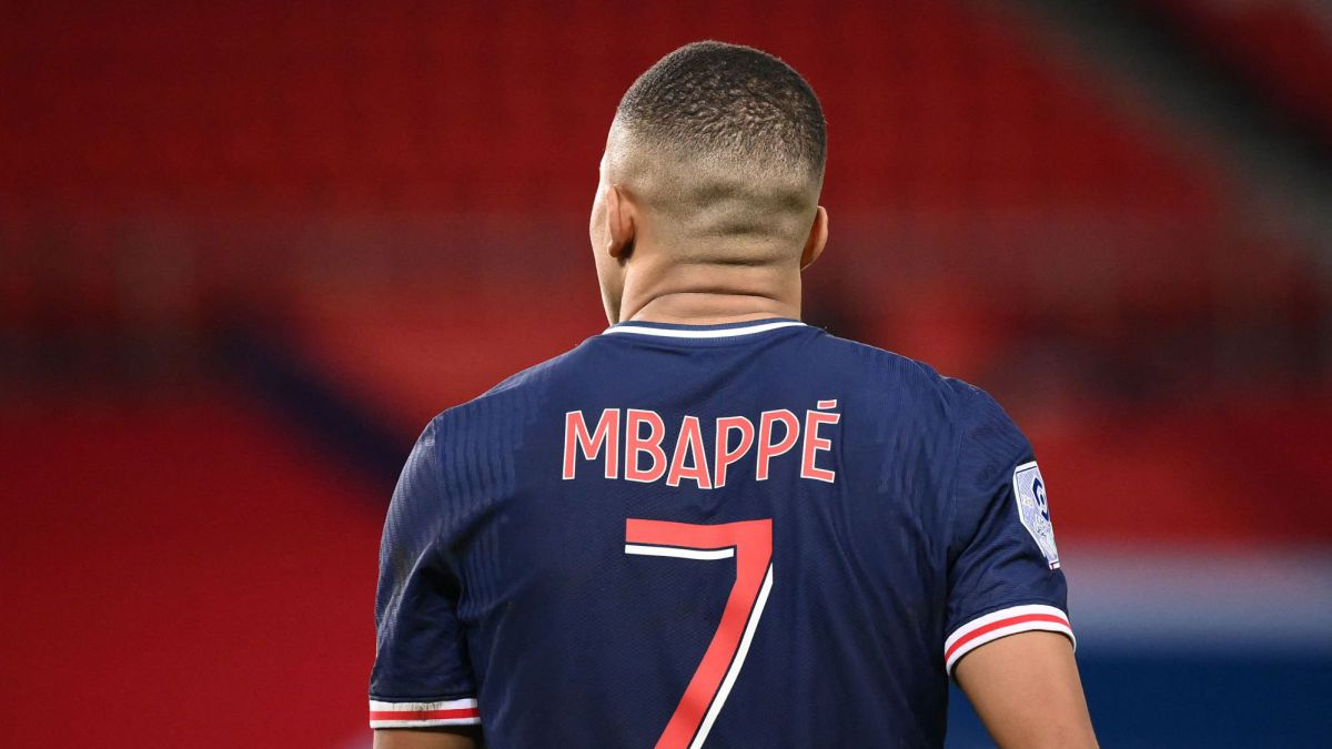 PSG-gives-clues-with-Mbappé