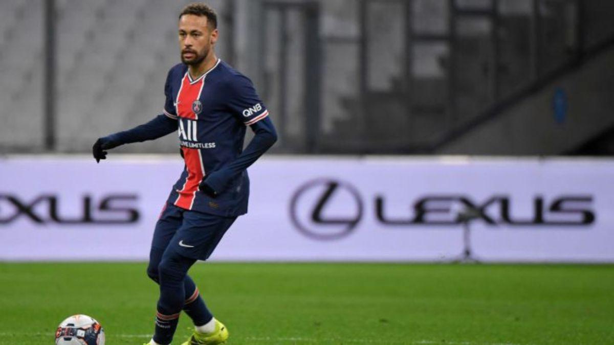Neymar-points-to-the-Barça