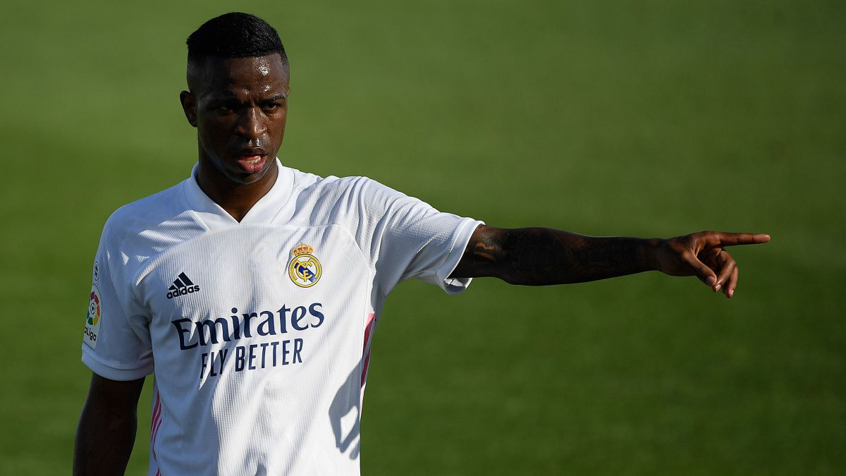 Vinicius-does-not-respond-to-the-winks-of-Florentino-Pérez