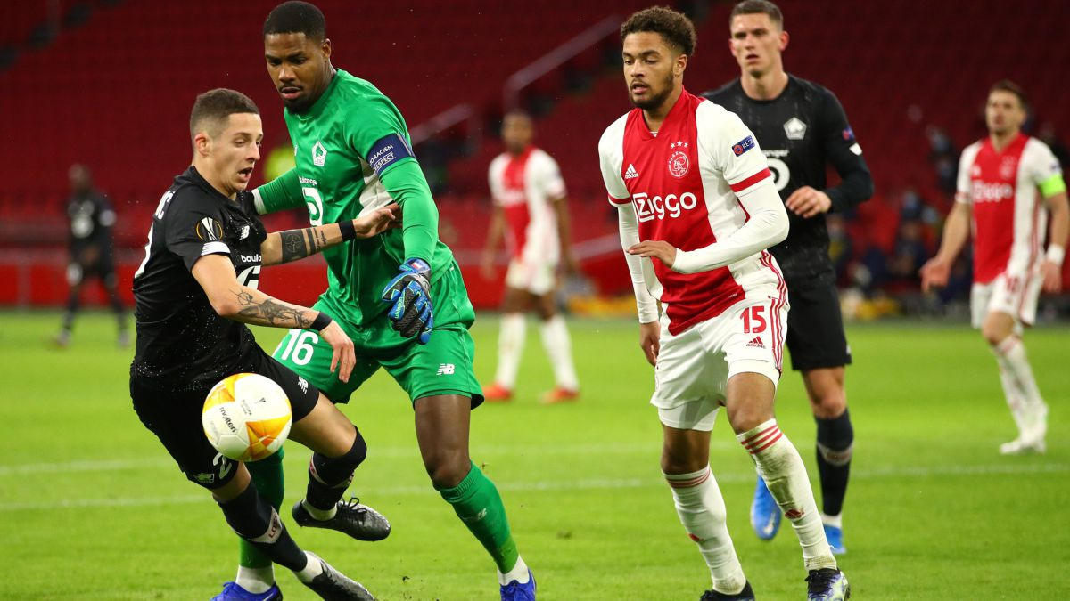 Ajax-knock-down-the-leader-of-France