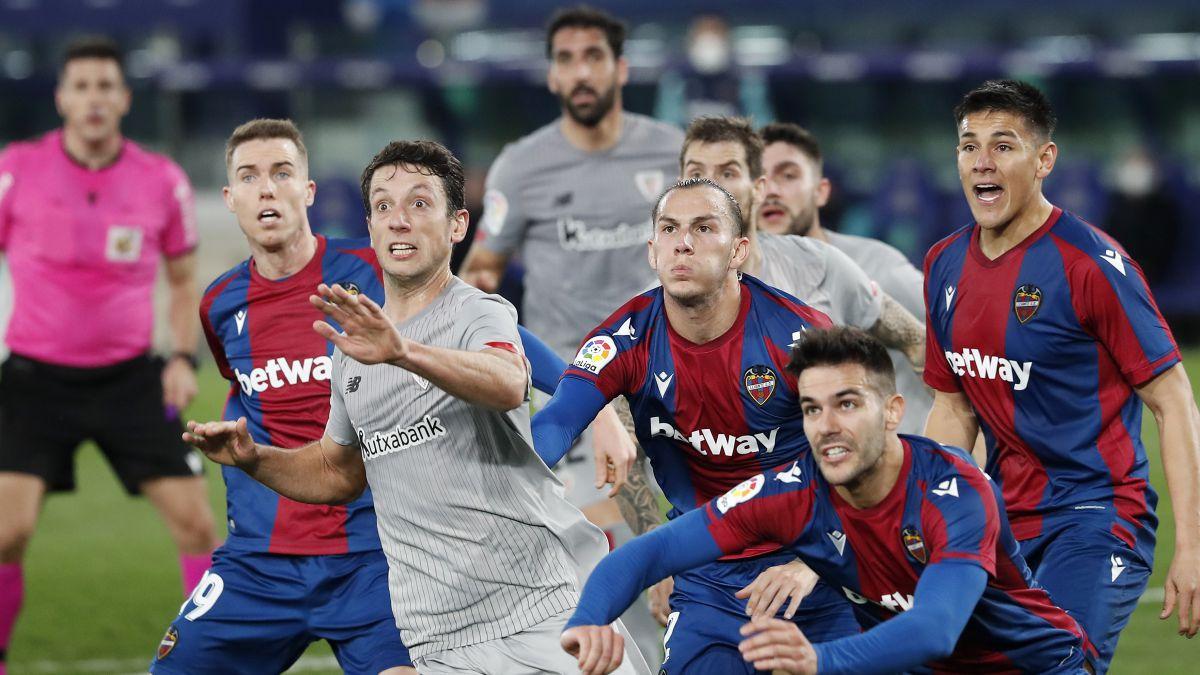 Raúl-García-levels-Roger-with-a-controversial-penalty