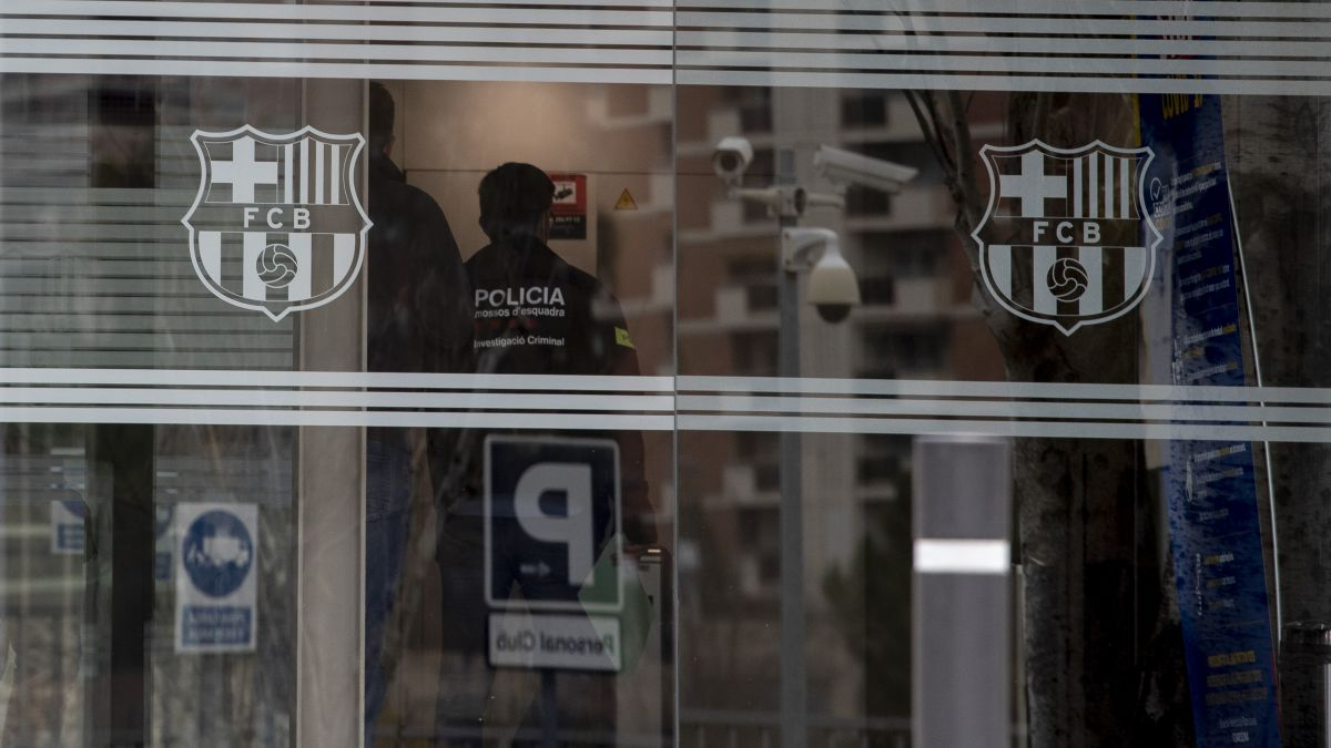 The-Mossos-d'Esquadra-search-the-offices-of-Barça
