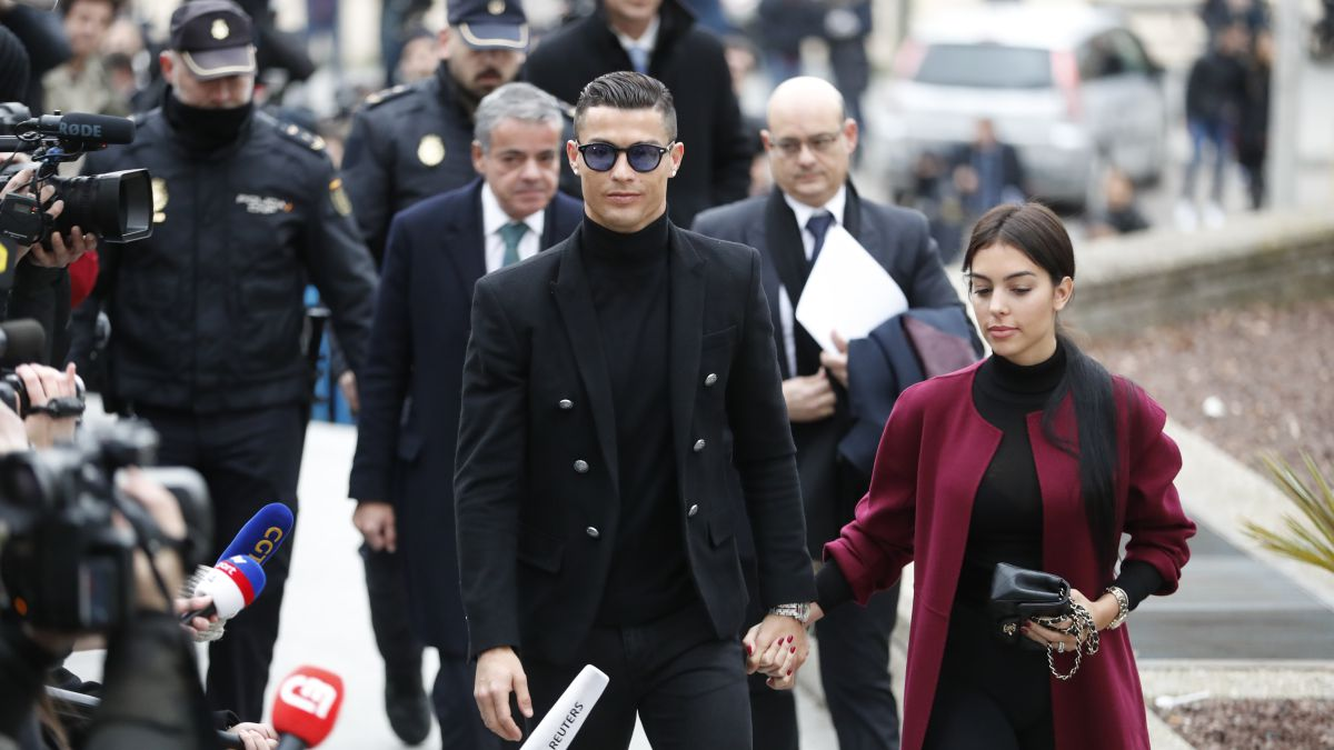 Football-Leaks-reveals-a-clause-between-Madrid-and-Cristiano-to-avoid-Hacienda