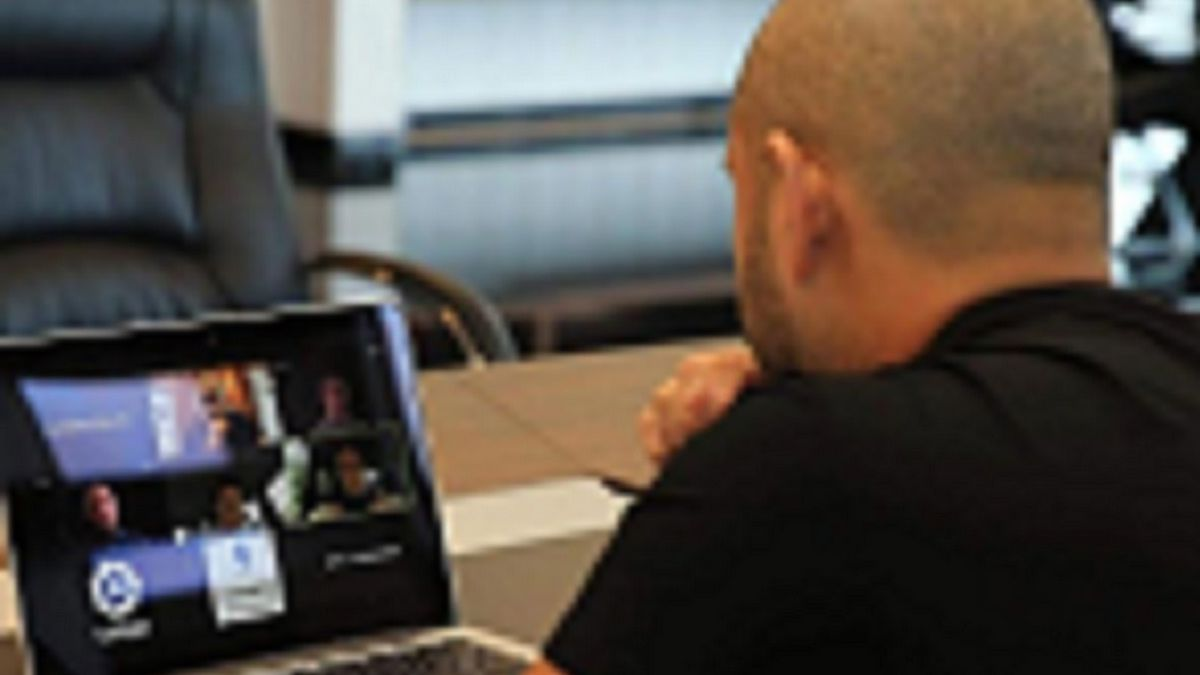 The-Prince-of-Johor-talks-to-Thebes-by-videoconference