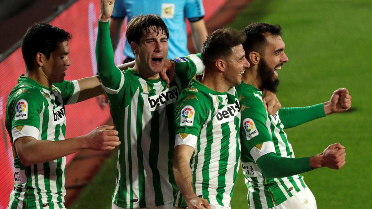 Borja-Iglesias-keeps-Betis'-European-dream-up