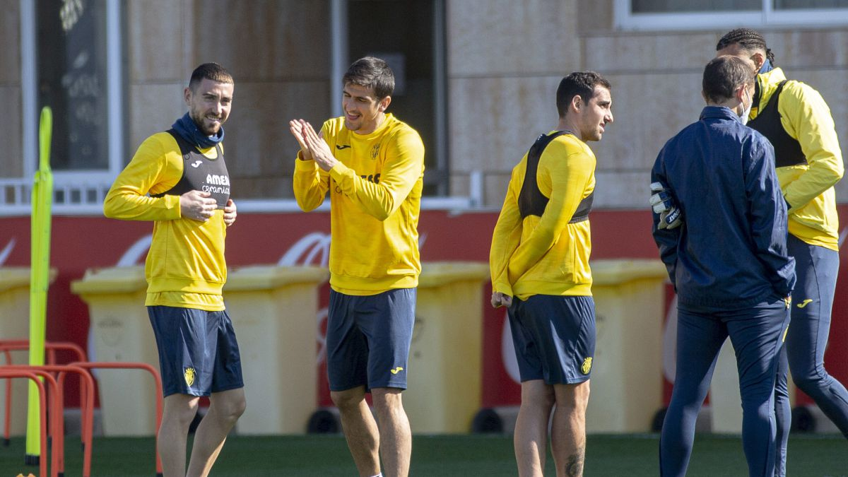 Villarreal-celebrates-playing-again-with-the-public-in-the-stands