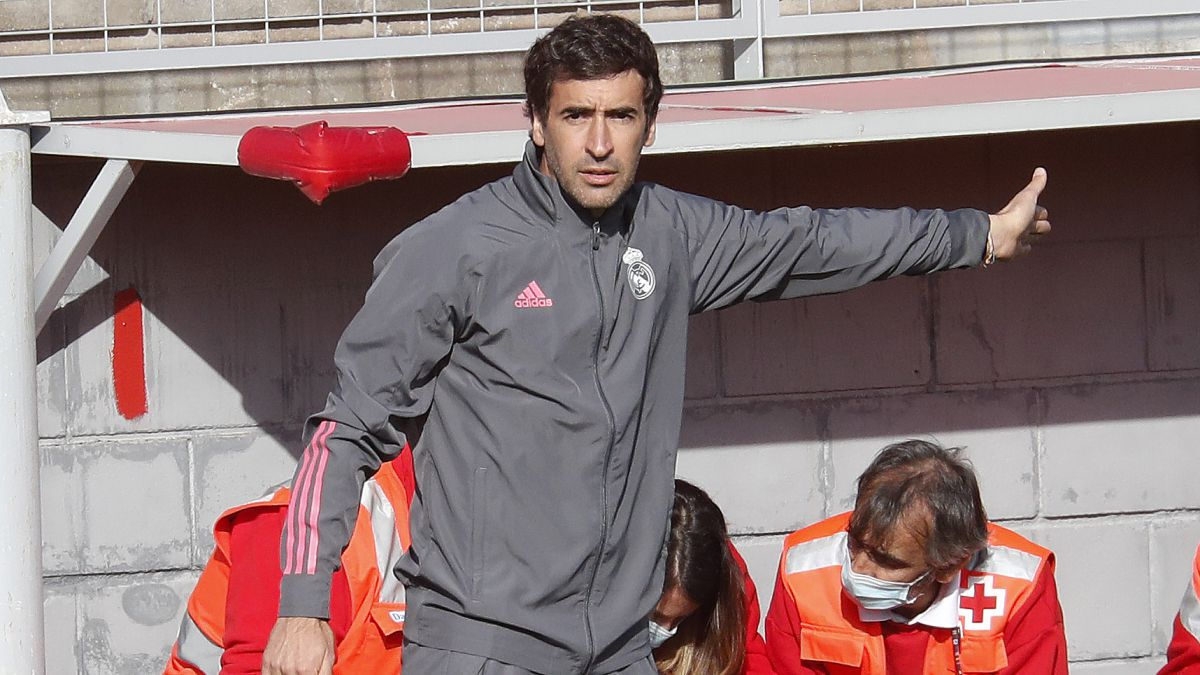 Raúl-presents-the-credentials-to-succeed-Zinedine-Zidane
