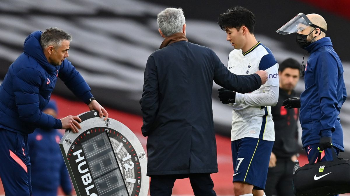Mourinho-unleashes-a-storm-in-South-Korea
