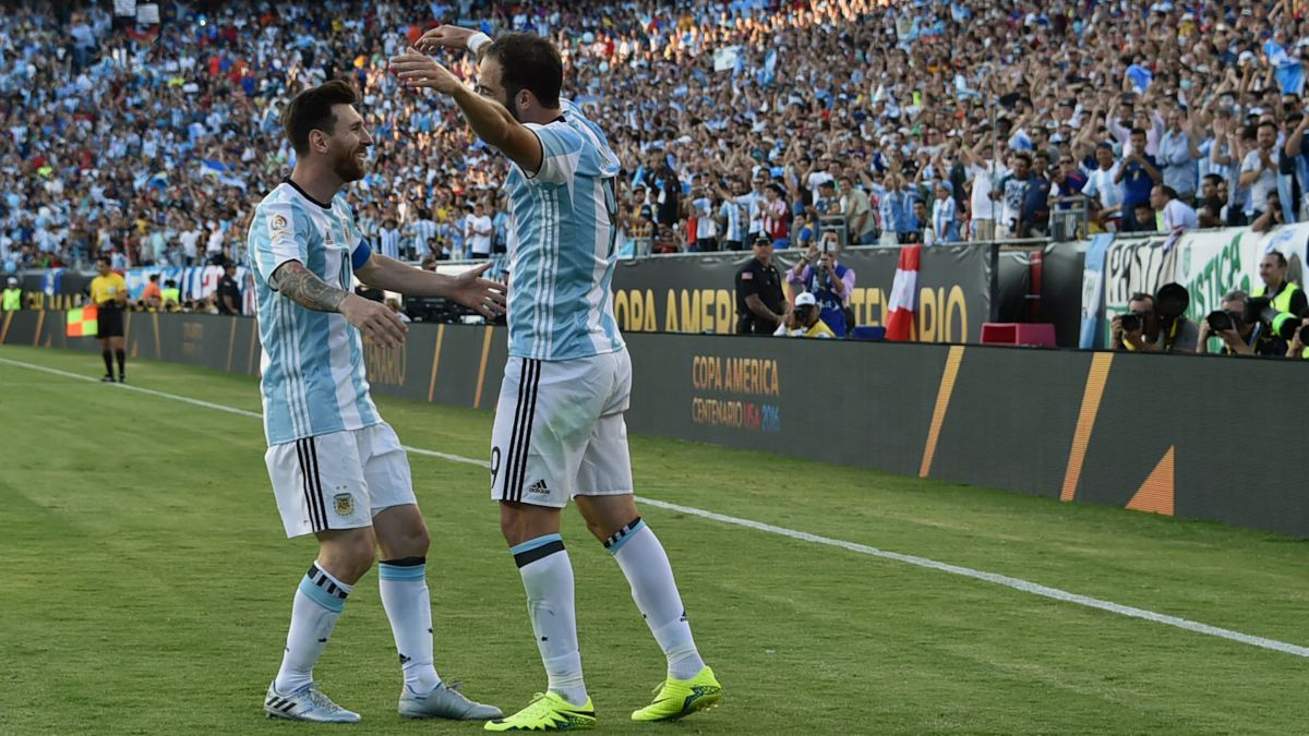 Higuaín-encourages-Messi-to-go-to-MLS