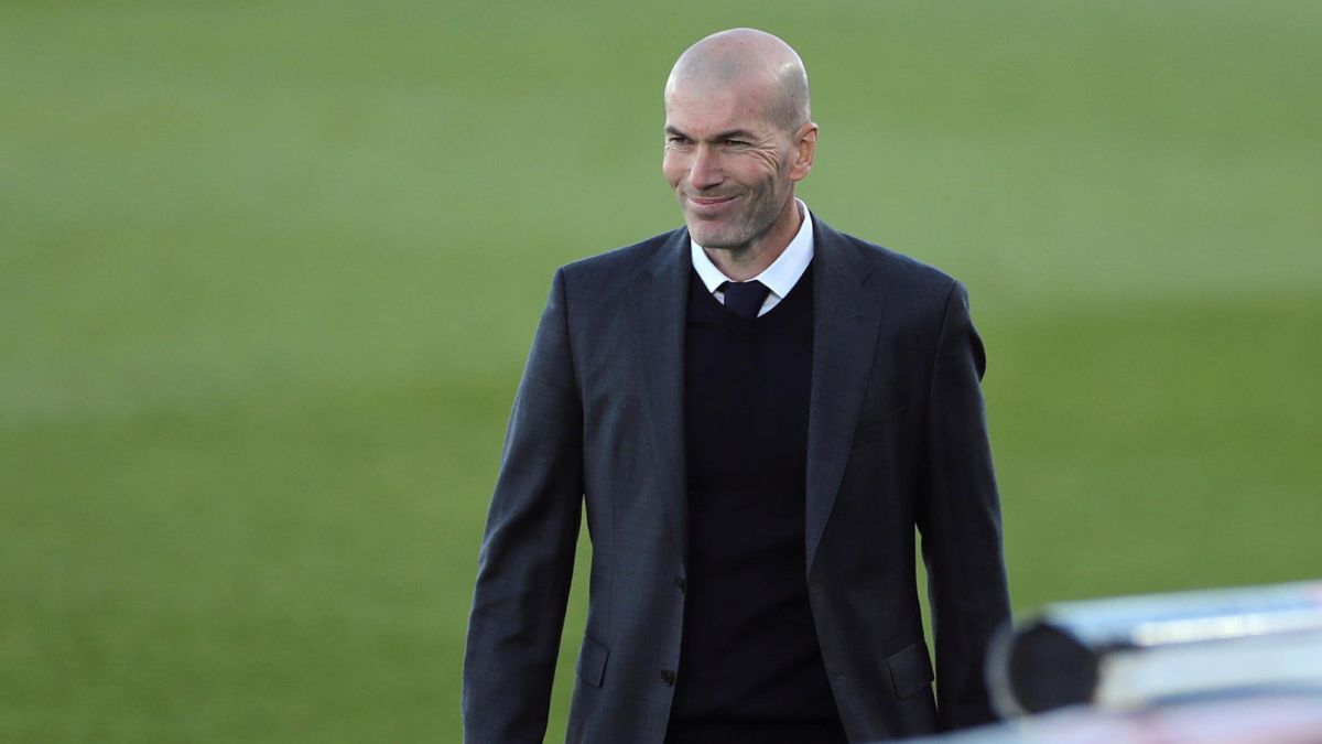 Zidane-recovers-his-man