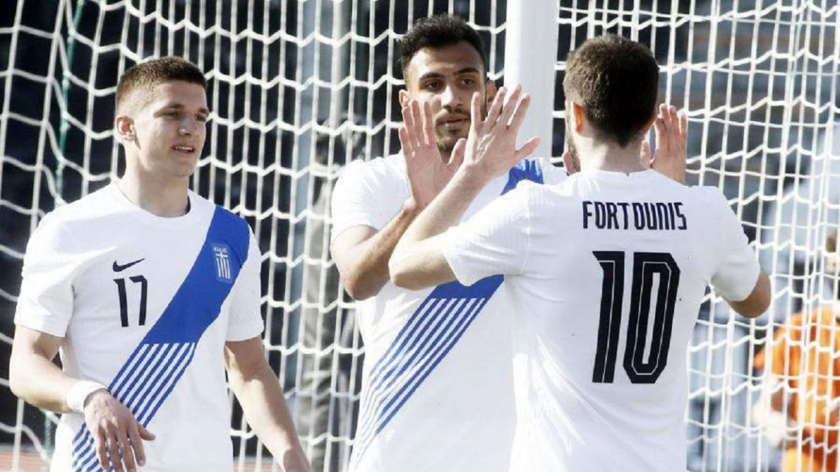 Greece-overtakes-Honduras-with-a-double-from-Pavlidis