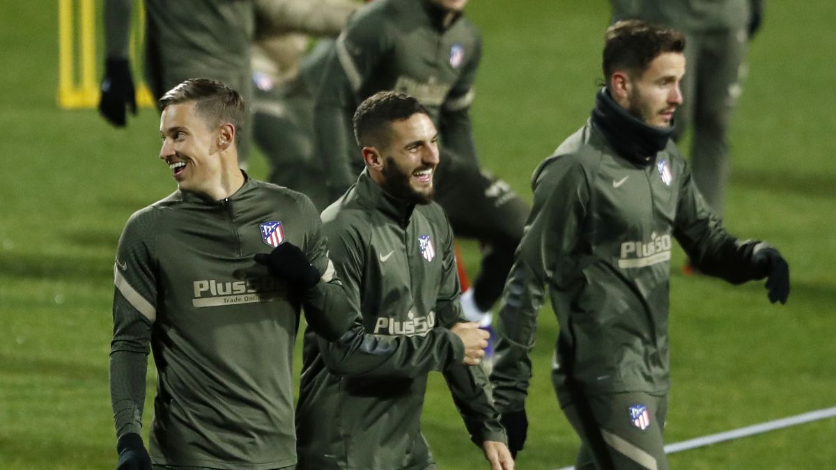 Simeone-has-plenty-of-options-in-the-center-of-the-field