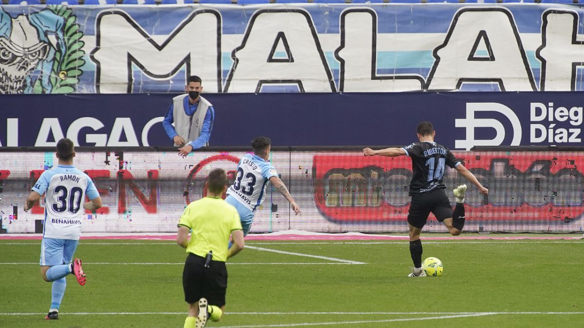 Almería-takes-advantage-of-Malaga's-terrible-mistakes-to-keep-flying