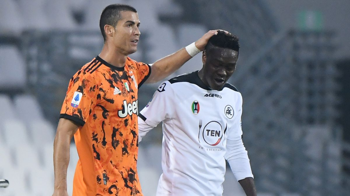 Cristiano's-gesture-that-left-a-Spezia-player-in-shock