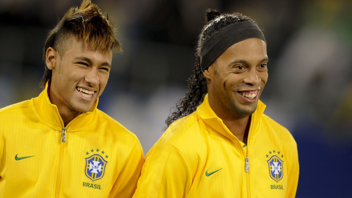 """""""Neymar-and-Ronaldinho-have-everything-but-they-don't-give-themselves-enough"""""""