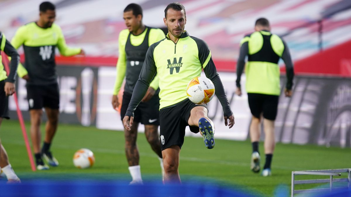 Roberto-Soldado-knows-what-it-is-to-win-against-Manchester-United