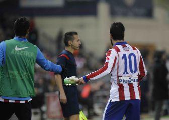 El día que Arda Turan le tiró una bota al linier del Atlético-Barça