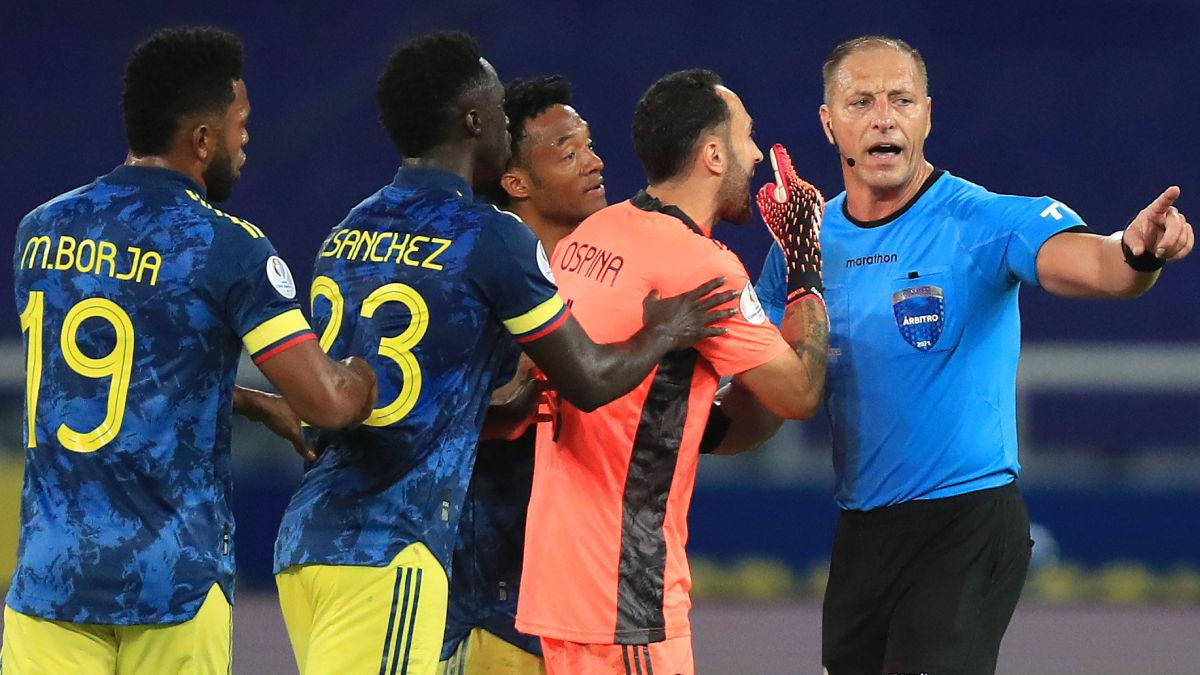 This-is-how-the-VAR-acted-in-the-controversial-play-of-the-draw-of-Brazil