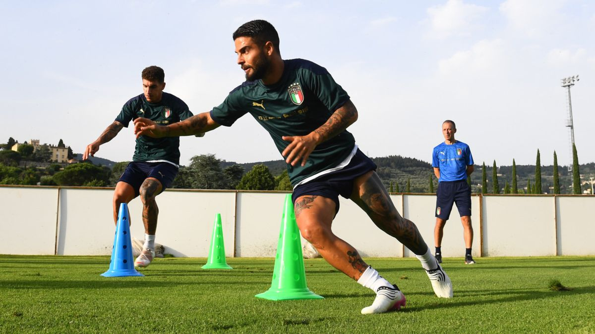 Insigne-another-crack-to-throw
