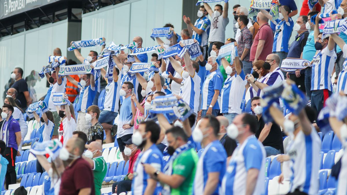 Leganés-uncorks-the-social-course-with-season-tickets-and-their-shirts