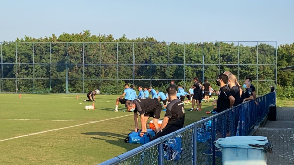 Uruguay-trains-thinking-about-the-match-with-Paraguay