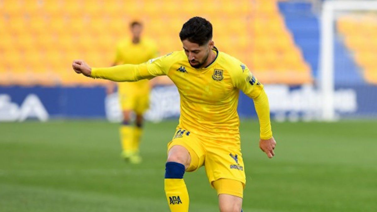 Hugo-Fraile-renews-for-a-season-with-Alcorcón