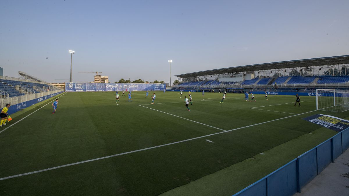 Fuenlabrada-buys-the-Flat-Earth-square-in-Third-RFEF