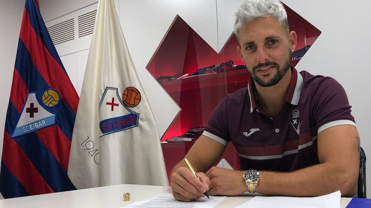 Fran-Sol-arrives-to-give-light-to-the-forward-of-Eibar