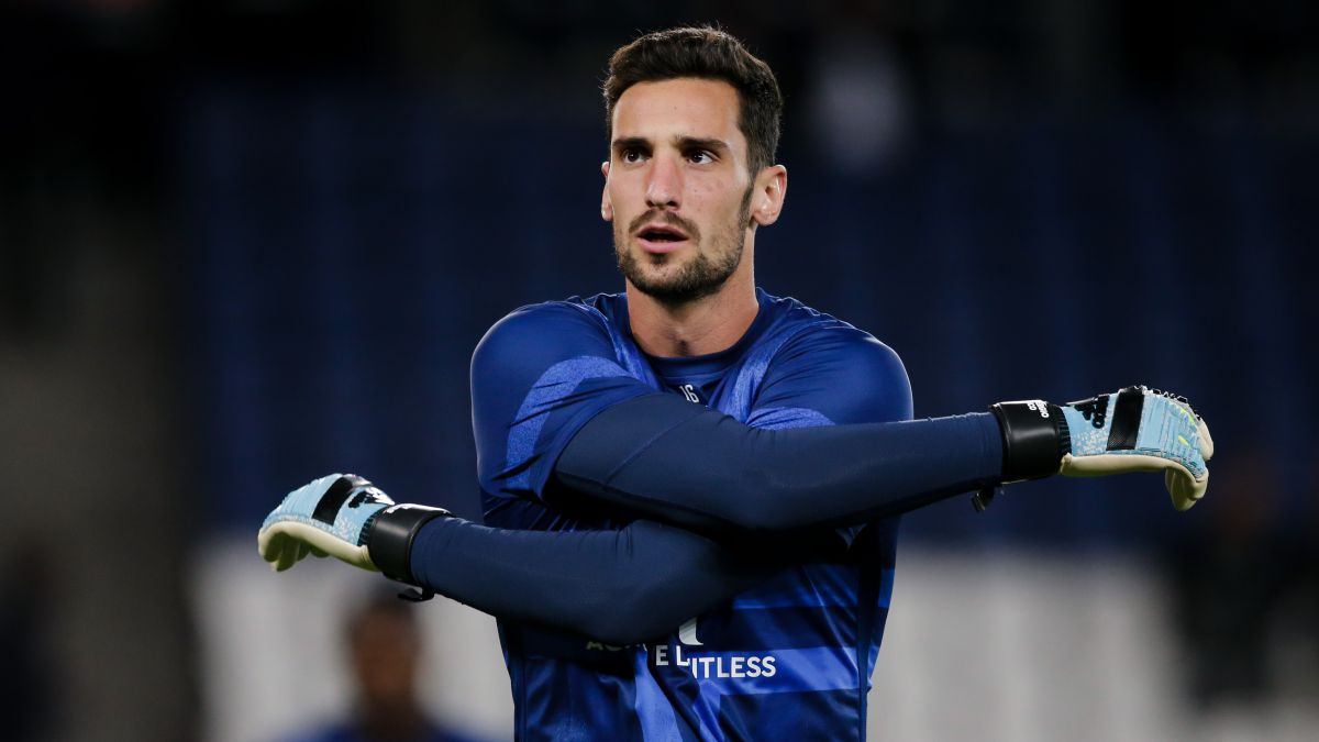 The-arrival-of-Donnarumma-forces-Sergio-Rico-to-look-for-a-team