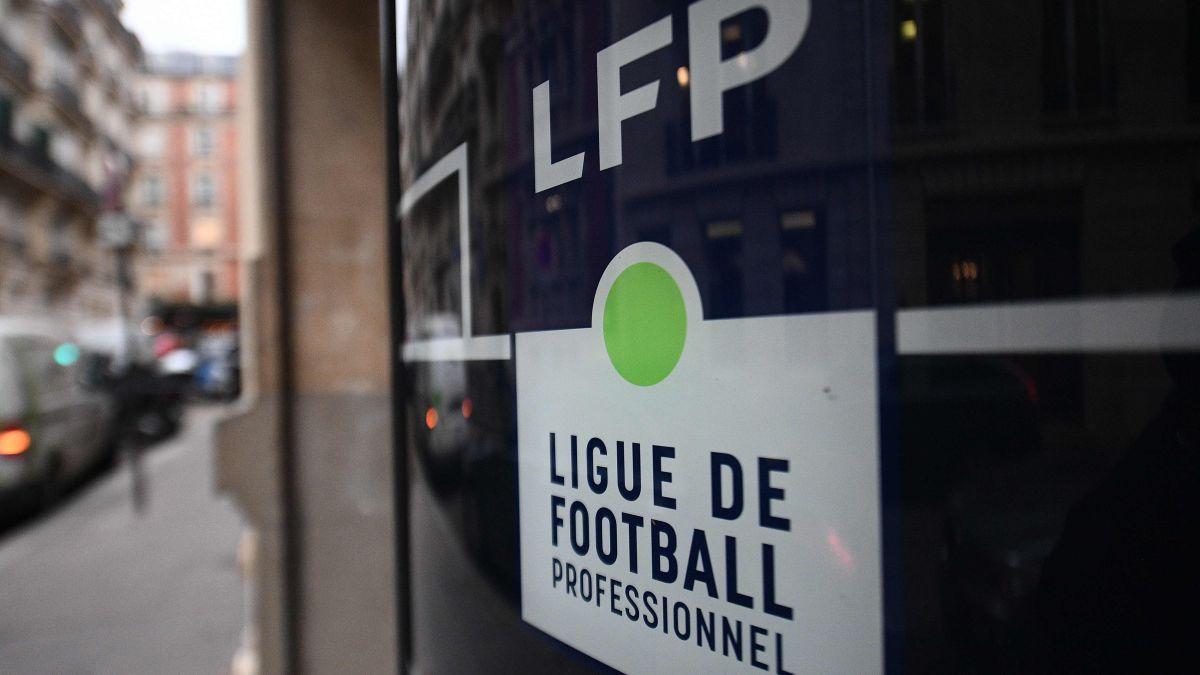 Canal-+-leaves-French-football-economy-in-suspense