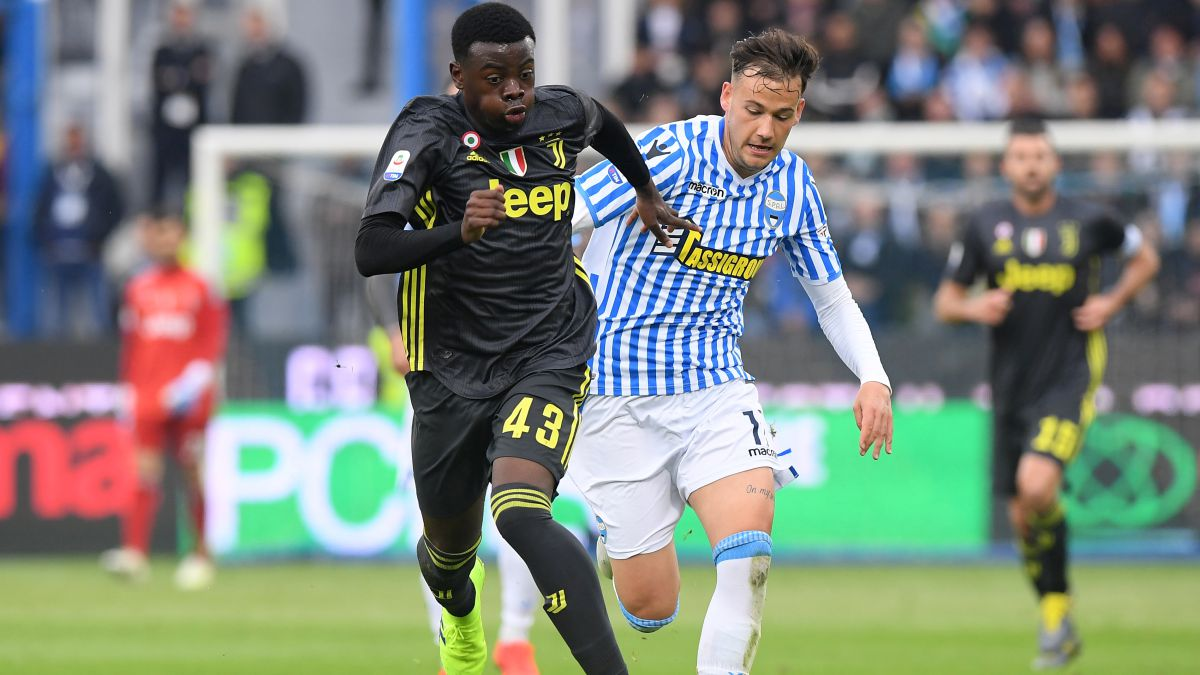 Fuenla-tightens-the-fence-on-Gozzi-of-Juventus