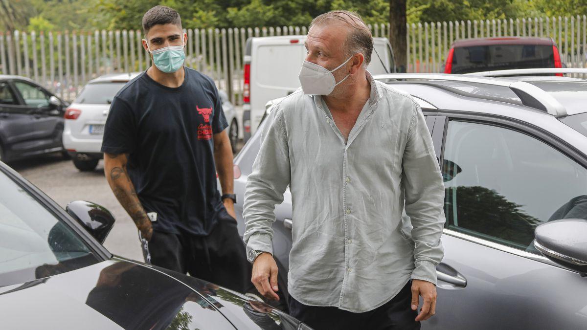 Juan-Berrocal-arrives-in-Gijón-to-reinforce-the-center-of-the-defense