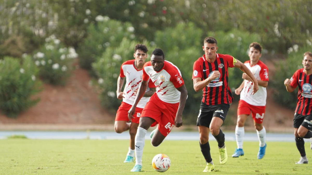 Lazo-rescues-an-Almería-with-a-triplet-with-Sadiq-expelled