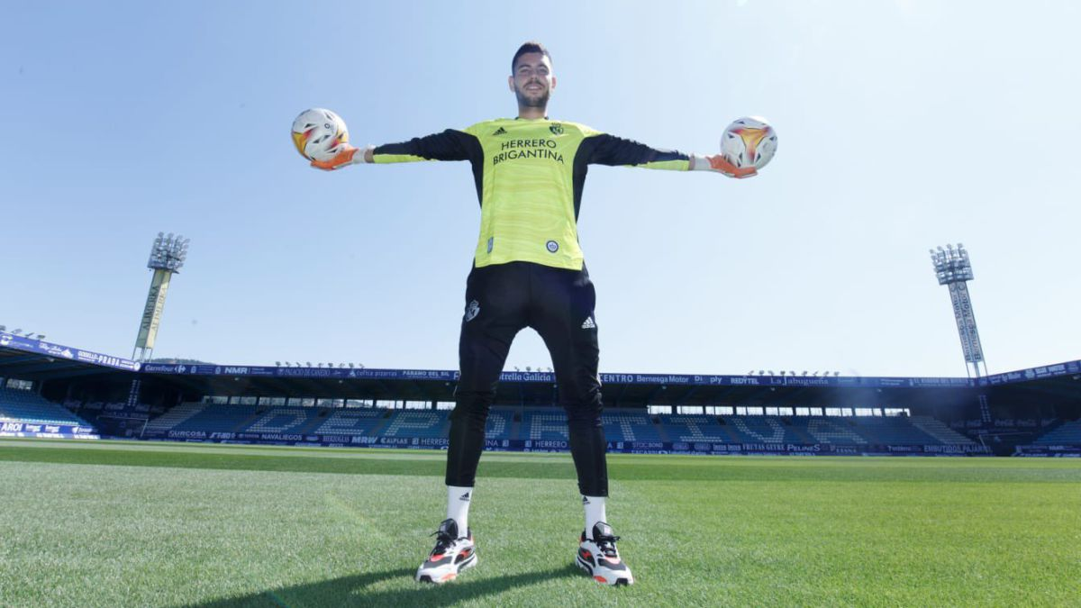 """Sergi-Puig:-""""We-are-three-good-goalkeepers-and-we-are-going-to-push-ourselves-to-the-max"""""""