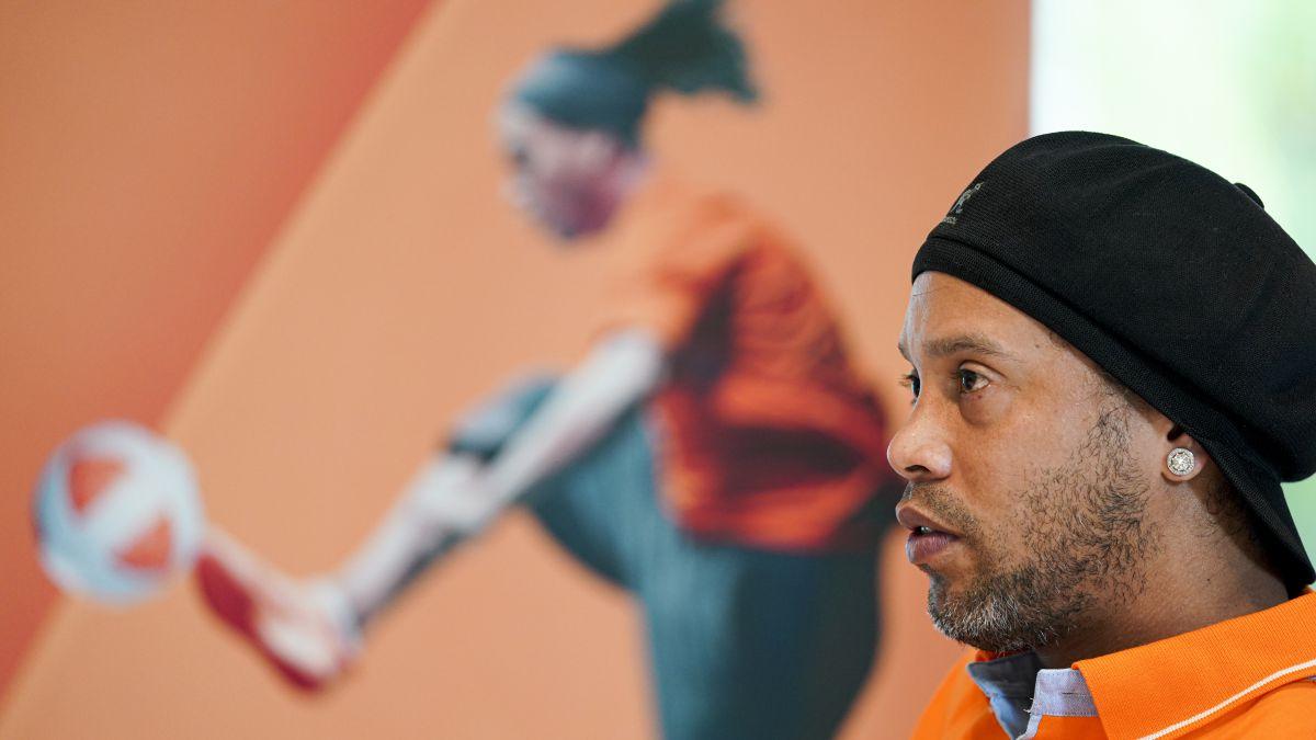 """Ronaldinho-to-Ibai:-""""Messi-has-a-very-hard-life-like-mine-was"""""""