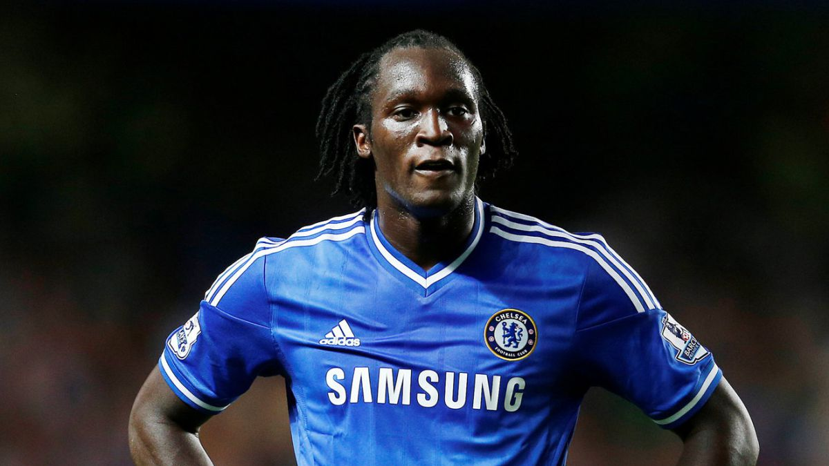 Lukaku-caught-during-the-medical-examination-with-Chelsea