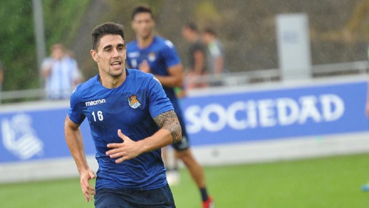 Merquelanz-and-Kevin-Rodrigues-very-close-to-Rayo-Vallecano