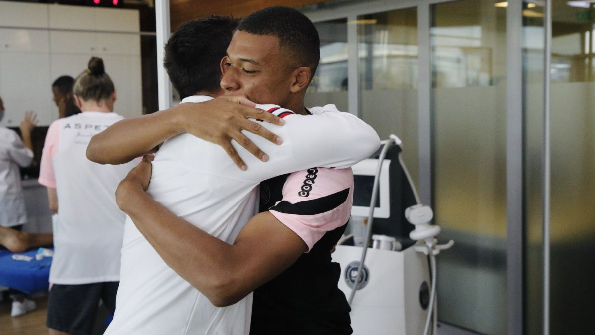 Mbappé-finally-appears-and-sends-a-message-to-Messi